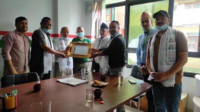 Photo of राष्ट्रिय सहकारी बैंकको गोंगबु शाखा अन्तर्गतका दुई सहकारी संस्था सम्मानित