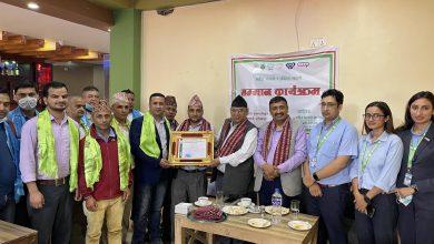 Photo of बैंकको चापागाउँ शाखामा कारोबार गर्ने दुई सहकारी संस्थाहरु सम्मानित